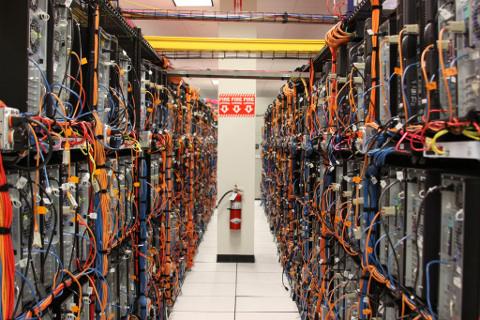 A zöld adatközpont elektromos hálózata hatékonyabb kell, hogy legyen.
