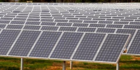 A zöld hosting megújuló energiaforrásokra eze belül a napenergiára is épít.