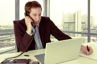 A vezetékes telefon és az email egyelőre a legnépszerűbb a munkahelyeken.